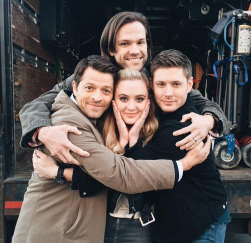 supernatural fondo de pantalla with a calle entitled Jense, Jared, Misha and Kathryn amor Newton