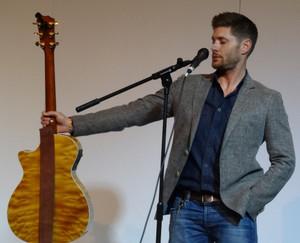 Jensen With a guitar, gitaa