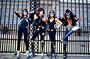 KISS ~Buckingham Palace ~London, England ~May 10, 1976