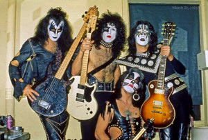 KISS ~Dressed to Kill tour…Beacon Theater NYC ~March 21, 1975
