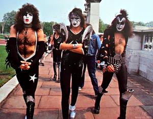 Ciuman ~London, England…May 10, 1976