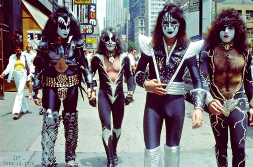 KISS پیپر وال probably containing a hip boot titled KISS ~NYC…June 24, 1976