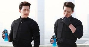 Kim Woo Bin Brings His Quick Thinking and Action Skills to the Set of New CF