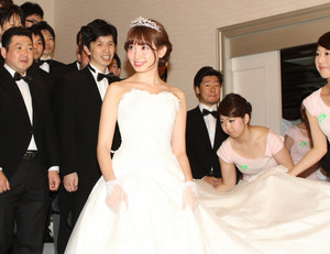Kojima Haruna Wedding Dress