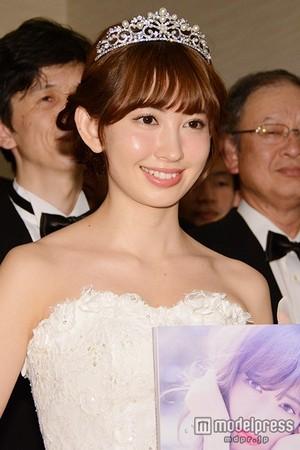 Kojima Haruna from her Photobook Event with 50 Men as Grooms