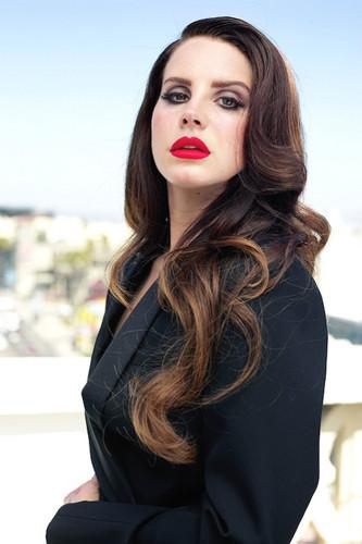 Lana Del Rey karatasi la kupamba ukuta titled Lana Del Rey