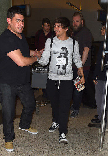 Louis Tomlinson wallpaper possibly containing a carriageway entitled Louis arriving at LAX