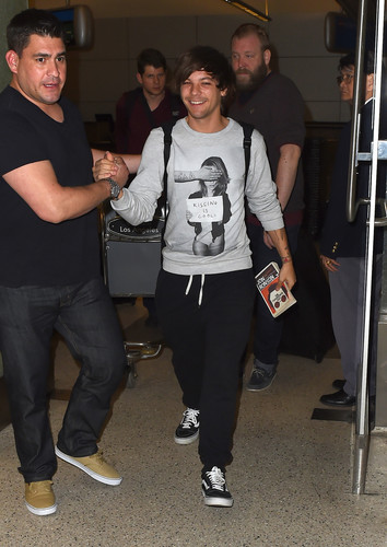 louis tomlinson fondo de pantalla entitled Louis arriving at LAX
