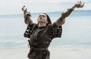 Maisie Williams (Arya Stark) - Behind the Scenes