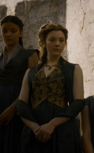 Margaery Tyrell kertas dinding containing a jalan called Margaery Tyrell Season 5