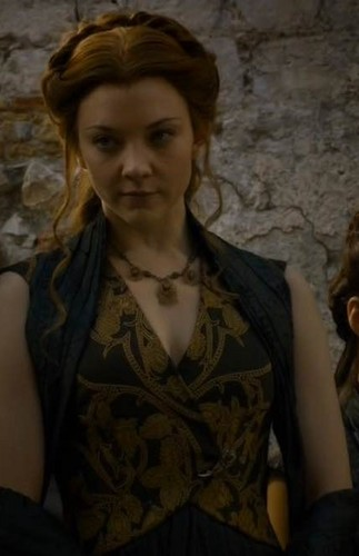 Margaery Tyrell wallpaper probably containing a portrait titled Margaery Tyrell Season 5