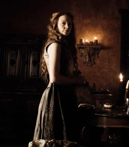 Margaery Tyrell wallpaper possibly containing a polonaise, a kirtle, and a fire titled Margaery Tyrell Season 5