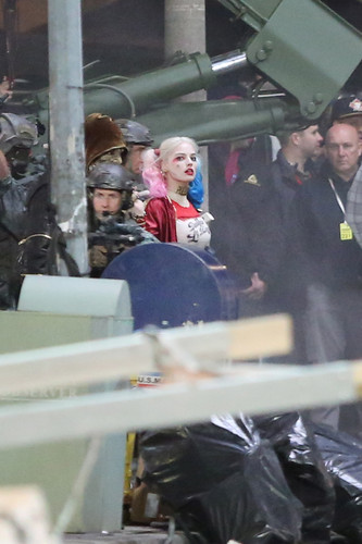 Margot Robbie kertas dinding possibly with a business suit, a street, and a green beret called Margot Robbie As Harley Quinn in 'Suicide Squad'