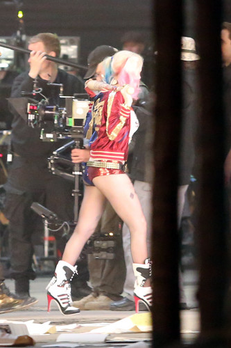 Margot Robbie kertas dinding possibly containing a hip boot and a jalan titled Margot Robbie As Harley Quinn in 'Suicide Squad'