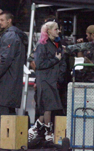 Margot Robbie kertas dinding containing a business suit called Margot Robbie As Harley Quinn in 'Suicide Squad'