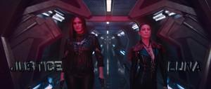 "Mariska Hargitay as 'Justice' and Ellen Pompeo as 'Luna' in Taylor Swift's ""Bad Blood"" musique Video"