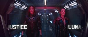 "Mariska Hargitay as 'Justice' and Ellen Pompeo as 'Luna' in Taylor Swift's ""Bad Blood"" 音乐 Video"
