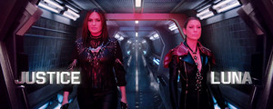 "Mariska Hargitay as 'Justice' and Ellen Pompeo as 'Luna' in Taylor Swift's ""Bad Blood"" موسیقی Video"