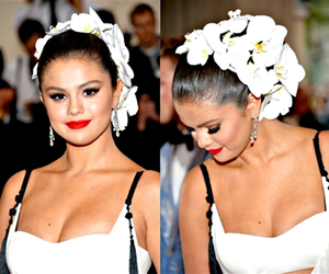 May 04: (HQ) Selena attending to the MET Gala in New York City, NY.
