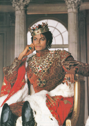 Michael Jackson - HQ Scan - King Photoshoot oleh Matthew Rolston