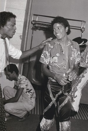 Michael Jackson - HQ Scan - Triumph Tour Backstage