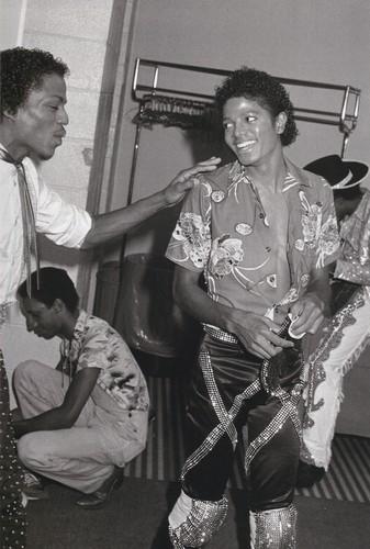 Michael Jackson wallpaper containing a green beret, battle dress, and a drummer titled Michael Jackson - HQ Scan - Triumph Tour Backstage