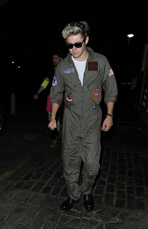 Niall leaving Laura Whitmore's party