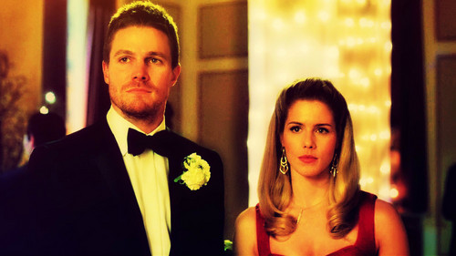 Oliver & Felicity Hintergrund probably with a business suit called Oliver and Felicity Hintergrund