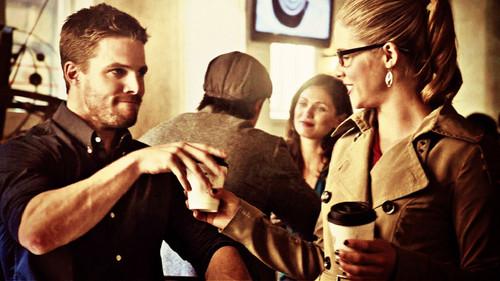 Oliver & Felicity দেওয়ালপত্র titled Oliver and Felicity দেওয়ালপত্র