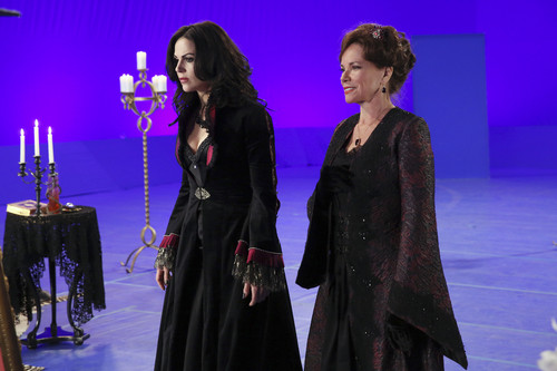 वन्स अपॉन अ टाइम वॉलपेपर entitled Once Upon A Time - Episode 4.20 - Mother