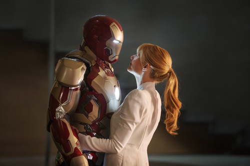 Iron Man wallpaper entitled Tony and Pepper (With the Mark XLII suit) - Iron Man 3