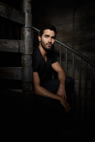 Tyler Hoechlin karatasi la kupamba ukuta probably containing a stairwell, a chainlink fence, and a holding cell entitled Promo pic for season 3