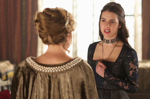 "Reign [TV Show] fondo de pantalla probably with a kirtle, saya entitled Reign ""Burn"" (2x22) promotional picture"