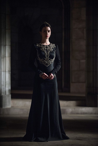 "Reign [TV Show] wallpaper possibly containing a cena dress entitled Reign ""The Siege"" (2x21) promotional picture"