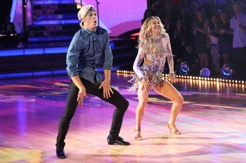 Dancing With The Stars fondo de pantalla titled Riker & Allison - Week 6