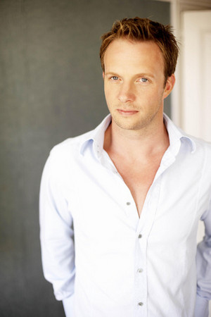 Rupert Penry Jones actor.