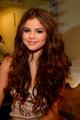 Selena Gomez curls <3