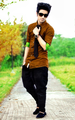 এমো বয়েজ্‌ দেওয়ালপত্র possibly containing a street, a business suit, and an outerwear entitled Stylish Boy