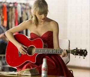 Taylor 迅速, スウィフト ギター