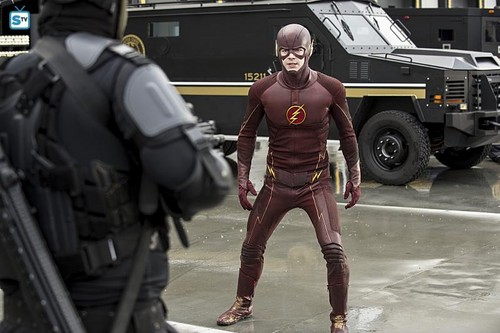 Teen テレビ shows 壁紙 probably with a green beret, a navy seal, 疲労, and 疲れる titled The Flash 1.21 ''Grodd Lives''