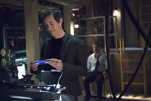 The Flash (CW) वॉलपेपर possibly containing a टर्नटेबल, turntable titled The Flash - Episode 1.21 - Grodd Lives - Promo Pics