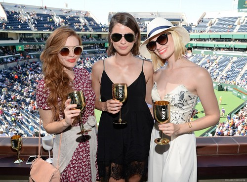 Holland Roden fond d'écran with sunglasses entitled The Moet And Chandon Suite At The 2015 BNP Paribas Open