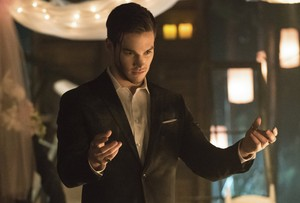"The Vampire Diaries ""I'm Thinking Of 你 All The While"" (6x22)"