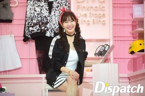 Tiffany Hwang wallpaper containing a well dressed person, an outerwear, and a hip boot entitled Tiffany in Heart a Tag