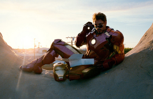 Iron Man Hintergrund possibly containing a navy seal, a rifleman, and a green baskenmütze called Tony eating Donuts - Iron Man 2