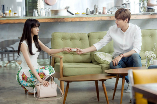 Im yoonA fond d'écran probably containing a living room, a family room, and a morning room entitled Yoona and Lee Min Ho for Innisfree