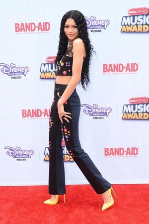 Zendaya on the Radio 디즈니 음악 Awards 2015 red carpet