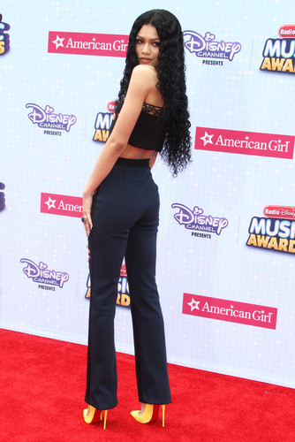 Zendaya Coleman wallpaper probably with a well dressed person, a pantleg, and long trousers titled Zendaya on the Radio Disney Music Awards 2015 red carpet