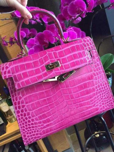 Handbags wallpaper probably with a bolsa and an evening bag entitled crocodilo ke20 mini sakura rosa, -de-rosa