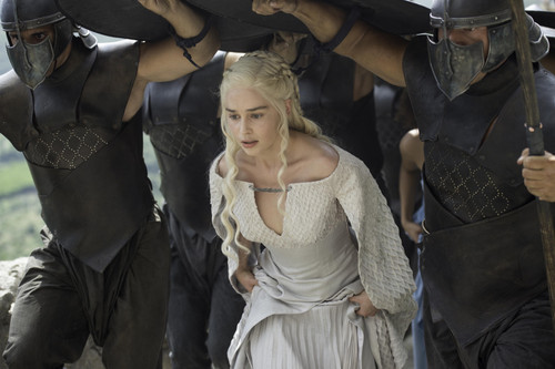 Daenerys Targaryen پیپر وال probably with a surcoat, سورکوت and a tabard, تکمہ called daenerys targaryen